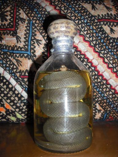 Botella licor de serpiente